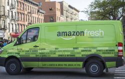 Ein Wagen von «amazon fresh» in New York im Einsatz. Foto: Richard B. Levine/UPPA