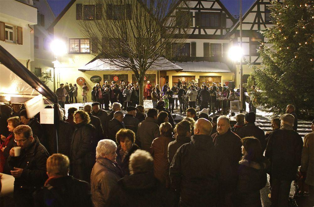 Kirchen Weihnachtslieder.Adventsmusik Und Weihnachtslieder Unter Freiem Himmel Kreis