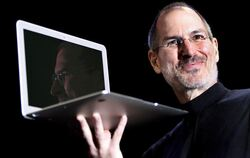Steve Jobs bei der Präsentation des MacBook Air. (Archivfoto)