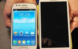 Das Android Smartphone Galaxy S3 Mini (links) mit dem Galaxy S3.