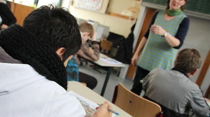 frühreife teenie weiber im klassenzimmer gefickt