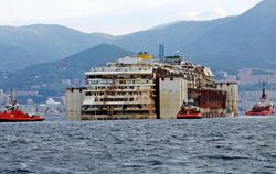 Die «Costa Concordia» ist angekommen. Foto: Alessandro Di Meo