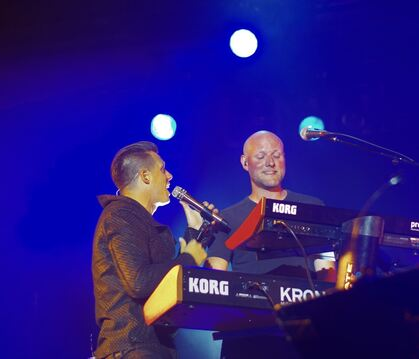 Der Dark Tenor (links) und Unheilig-Keyboarder Henning Verlage.  FOTO: BECKER