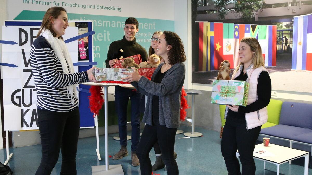 Kinderheim Weihnachtsgeschenke.Reutlinger Studenten Sammeln Geschenke Für Bedürftige Kinder