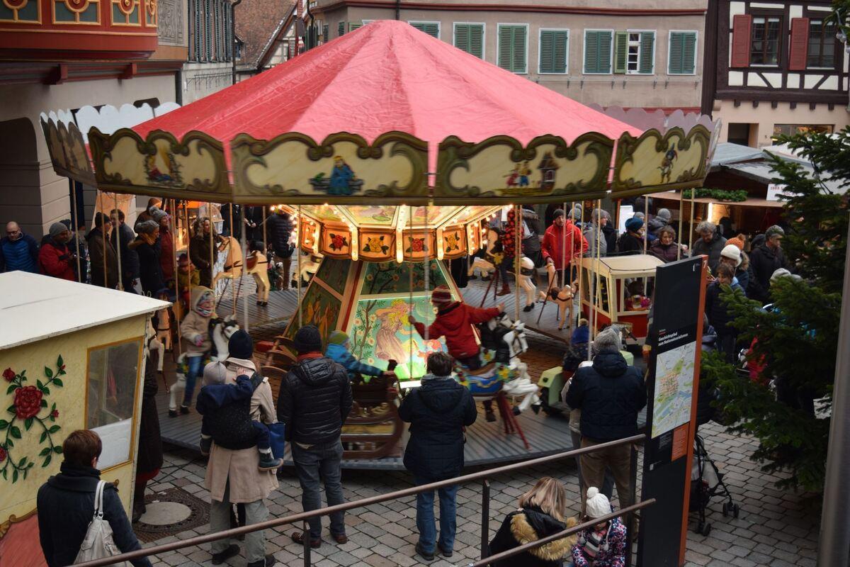Stände Weihnachtsmarkt.300 Stände Locken Beim Tübinger Weihnachtsmarkt Kreis Tübingen