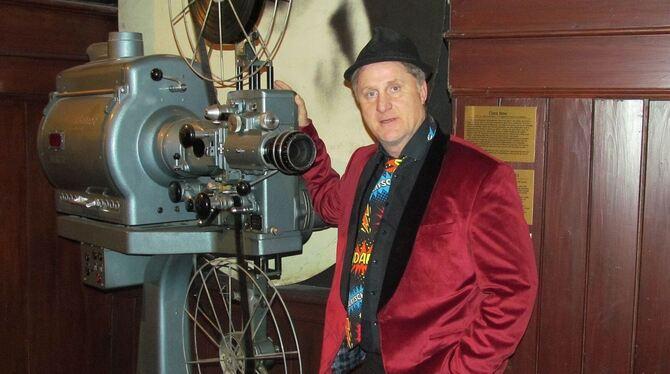 Bernd Kohlhepp alias Herr Hämmerle im Kino im Waldhorn in Rottenburg. FOTO: MORAWITZKY