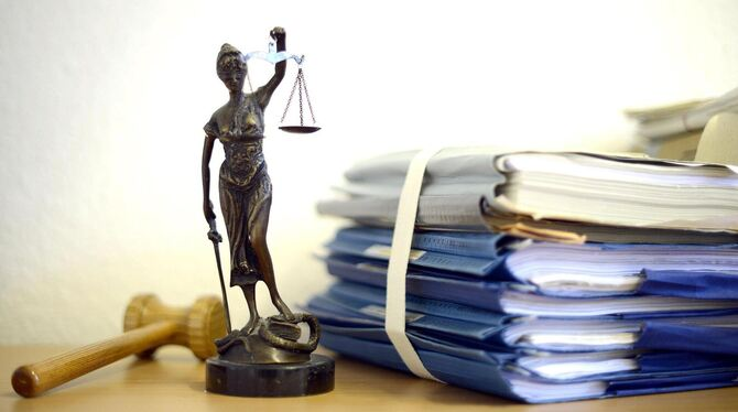 Ein geflüchteter Gambier stand vor dem Amtsgericht, weil er keinen Pass aus seiner Heimat hat und sich nicht aktiv an dessen Bes