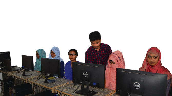 Computerunterricht am Tetuljhora Union Digital Center in Bangladeschs Hauptstadt Dhaka.FOTO: SCHÜRER