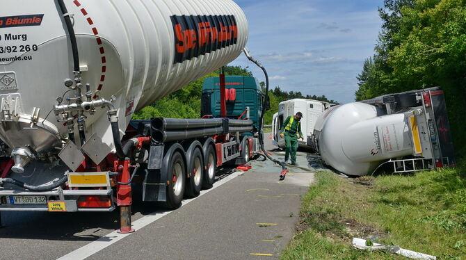 Der jüngste Großeinsatz für die Feuerwehr Walddorfhäslach war im Juli. Auf der nahen B27 war ein Lkw umgekippt, der Kalkgips ge